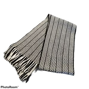 💎2x$20 black & white blanket scarf, winter